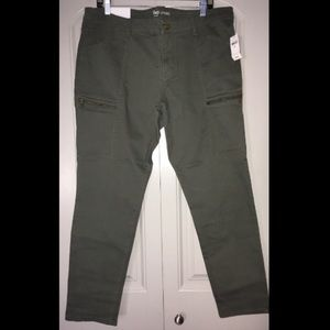 Army green Legging fit pants!